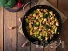 Рецепта Пържени пилешки хапки от филе с броколи, соев сос, мед и горчица на тиган